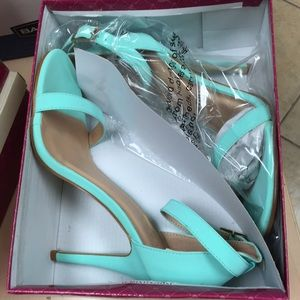 Shoes - Mint colored heels size 8.5